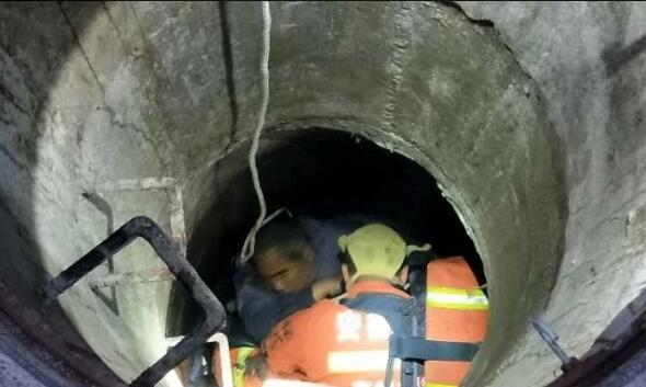 为救两名沼气中毒施工人员  消防员中毒昏迷 自媒体