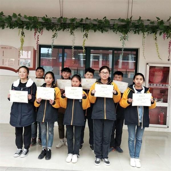 亳州三十一中举行古诗词默写大会 自媒体