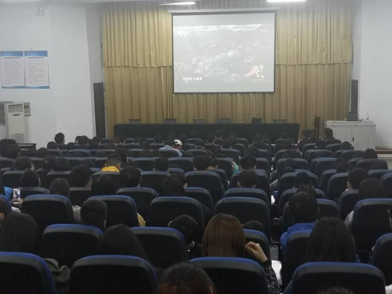 永城职业学院组织团学干部观看《感动中国2018年度人物颁奖盛典》 自媒体