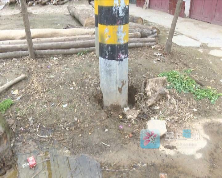 """这可咋办!水管漏水成水坑   """"邻居""""电线杆遭殃了... 自媒体"""