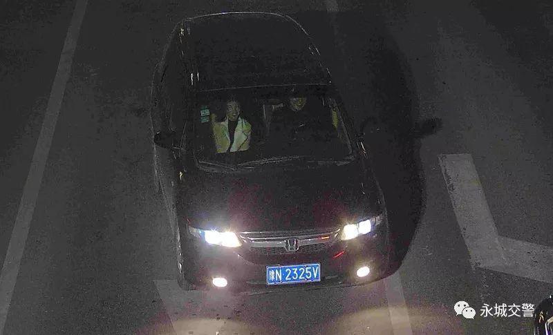 永城这些车主因未礼让行人、开车接打电话、滥用远光灯、-6