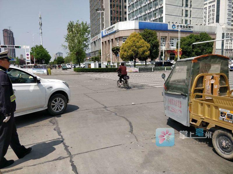 机动车斑马线前礼让行人,咱亳州人做到了吗?来看记者探访... 自媒体
