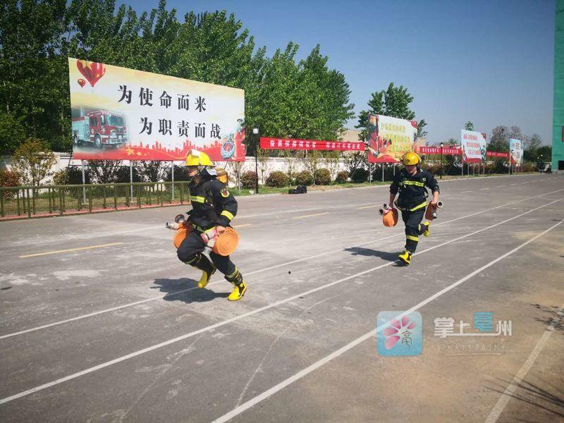 """超燃!现场直击亳州消防救援大比武   个个使出了""""洪荒之力"""" 自媒体"""