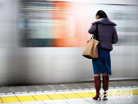 移动背景前如何拍摄静态人物